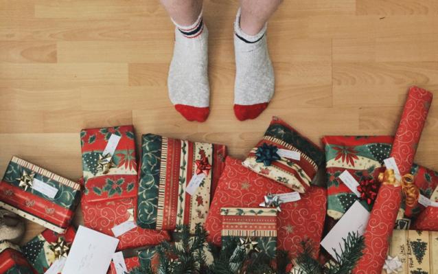 L'odyssée d'un photographe pour obtenir les cadeaux qu'il veut (en 30 gifs)